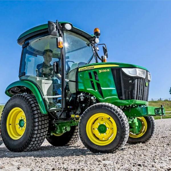 Schulung: John Deere Kompakttraktoren Serie X 900 und Serie 1R/2R